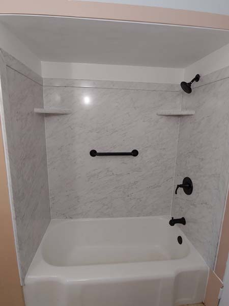 Tub-and-surround-replacement-Belleville